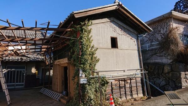 甲州市 勝沼 古いお蔵、外トイレを解体