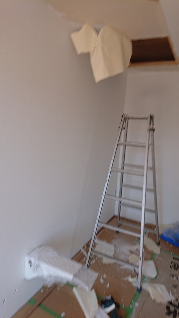中央市平屋新築の片持ち階段取付